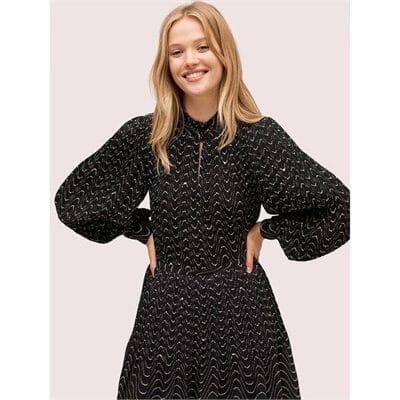 Fashion 4 - wavy dot blouse